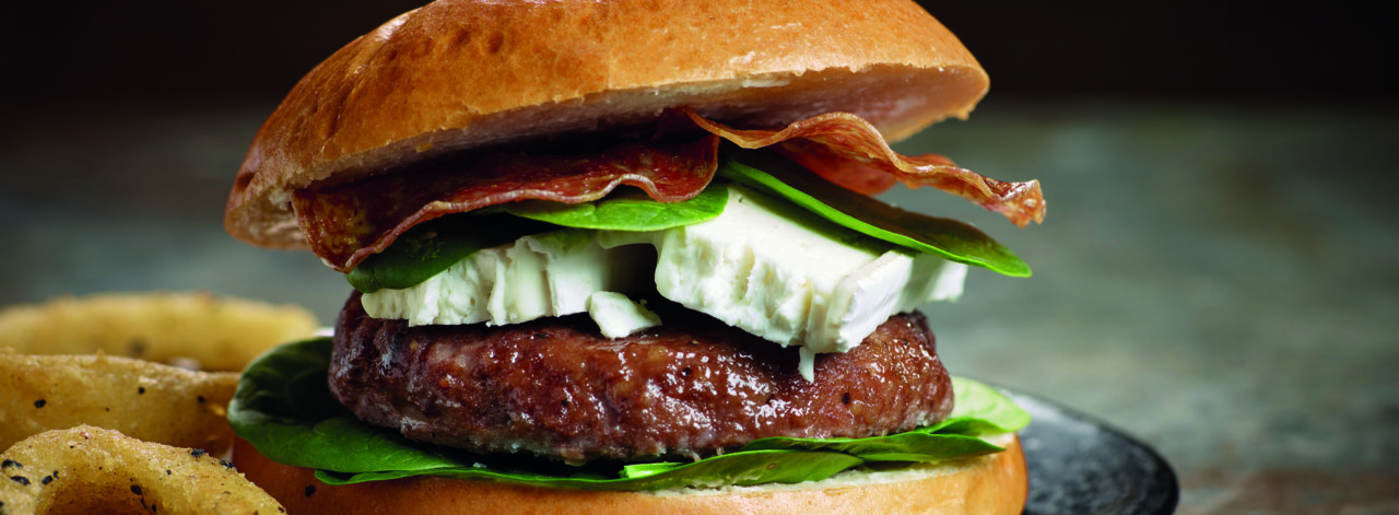 Burger-Goats-Cheese-Salami-Onion_3840x1414_acf_cropped