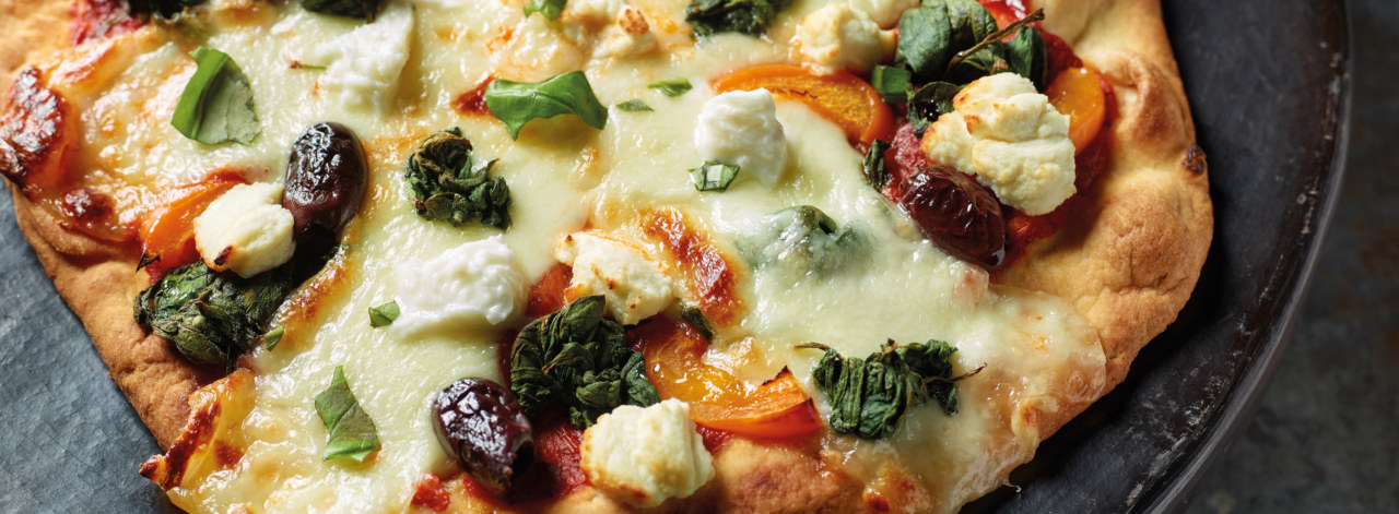 spinach-and-ricotta-pizza_3840x1414_acf_cropped