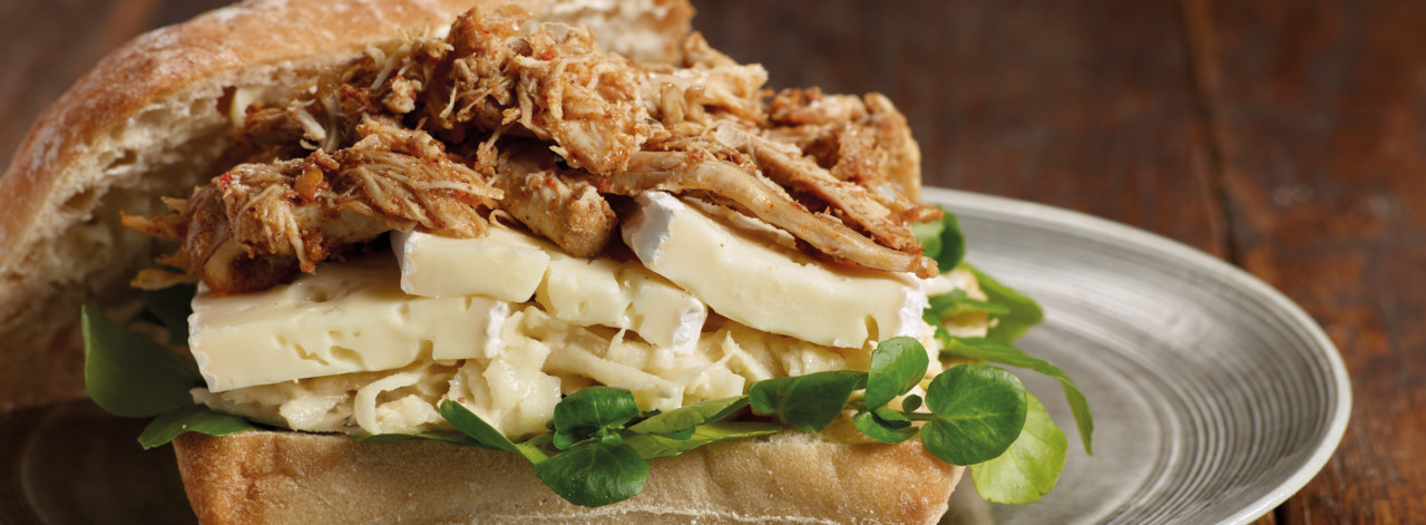 Pulled-Chicken-Brie_3840x1414_acf_cropped